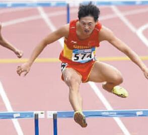 吉林小伙徐志航青奥会400米栏惊险夺金