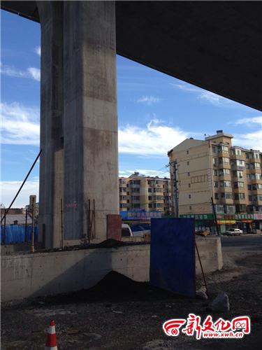 宽平大路高架桥沥青砸车