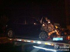 黑龙江路虎奔驰车相撞两人死 两饮酒交警受伤