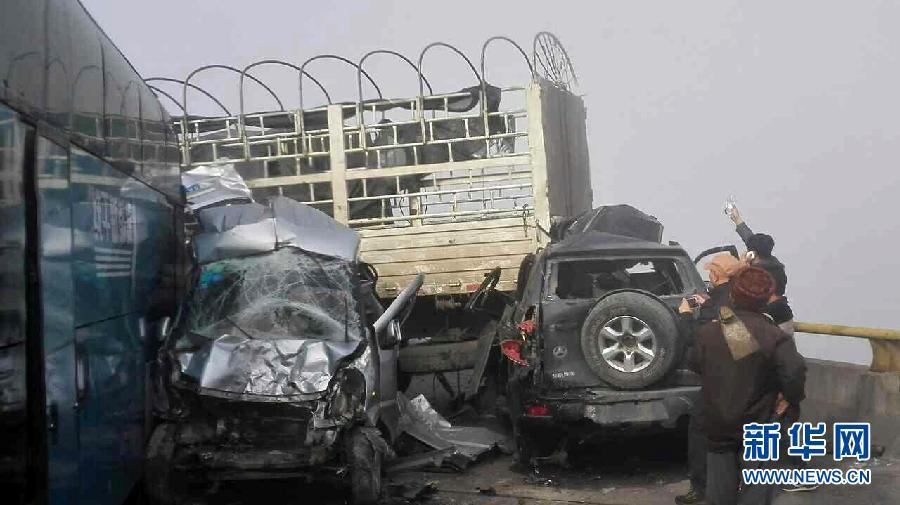 沪昆高速发生11车连环相撞事故