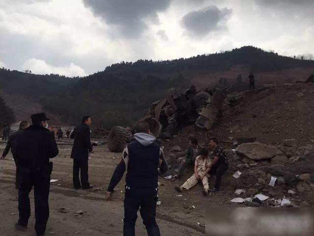 成都一在建隧道爆炸20余人受伤 现场腾起蘑菇云