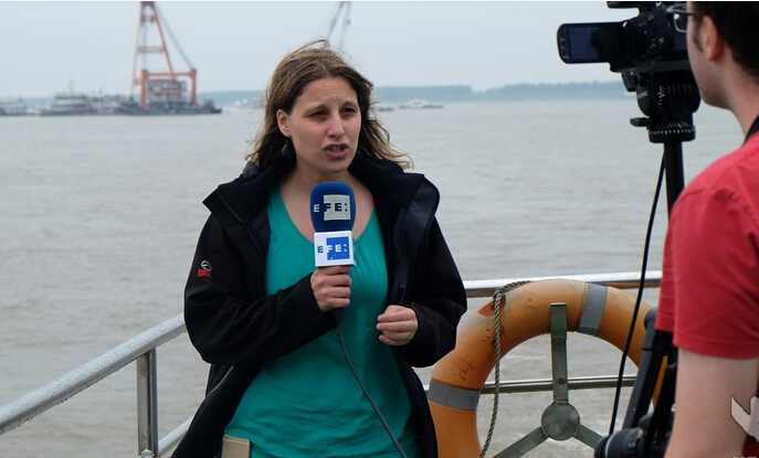 长江沉船事件引境外媒体集中采访