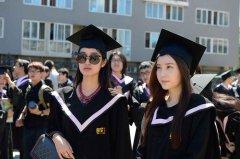 北京电影学院学生拍毕业照被赞颜值高