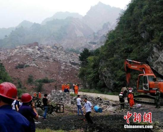 陕西山阳山体滑坡66人被埋 因长期采矿掏空山体