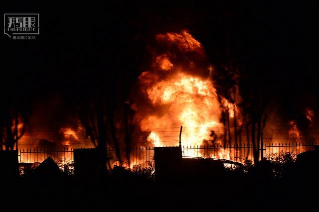 天津滨海新区一码头深夜突发爆炸 已致44人遇难