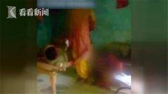 印度少女遭猥亵去报案 又被警察上下其手