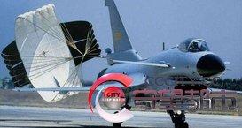 各国战机都用降速伞,唯独此国不使用,只因钱太多没地方花_1